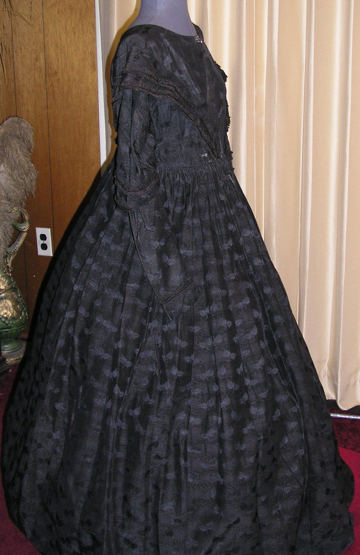 19th Century Mourning Clothing